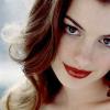 A Mulher-Gato, Anne Hathaway: Beleza, Depressão E Um estilo Clássico.