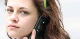 DEMITIDA? A atriz Kristen Stewart (flagrada nesta foto sem maquiagem) não foi demitida do 2o filme da franquia Branca de Neve e O Caçador.