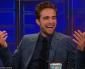 """""""O MUNDO ACABOU"""", Robert Pattinson(foto, cortesia The Daily Show)na primeira entrevista depois datraição da namorada, Kristen Stewart, colega de elenco de Crepúsculo."""