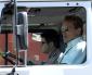 Arnold Schwarzenegger (fotos) pagou $500 mil reais por uma caminhonete nova.Mais detalhes abaixo.