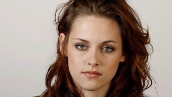 Kristen Stewart (foto) vai interpretar uma charlatã . E mais: fotos da estrela na estréia de Na Estrada , de Walter Saller Jr., neste sábado, em Los Angeles.