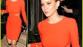 Jennifer Lawrence, estrela de Em Chamas, pega fogo  em Londres, num vestido vermelho. Veja as fotos.