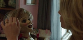 [ vídeo ] O elenco e o diretor do filme conversam com o Repórter Hollywood. A boneca Annabelle existe. Ela está guardada à sete chaves num museu no estado americano de Connecticut.